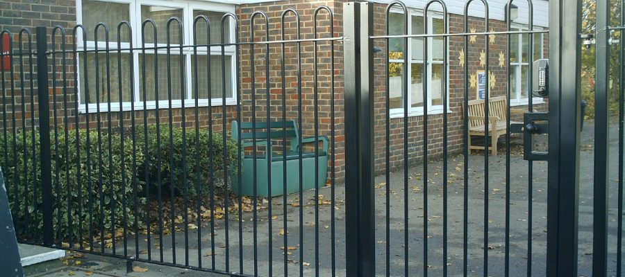 Bow top railings Black (1)