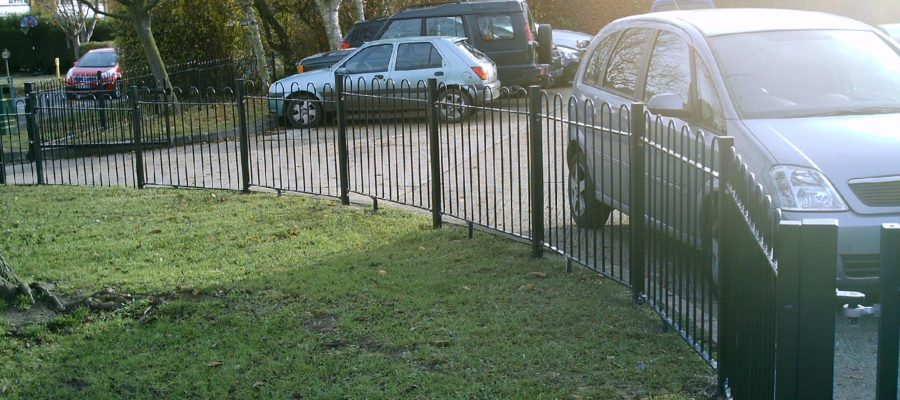 Bow top railings Black (2)