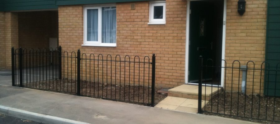Bow top railings Black (3)
