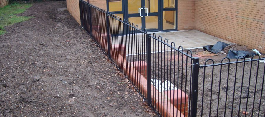 Bow top railings Black (4)