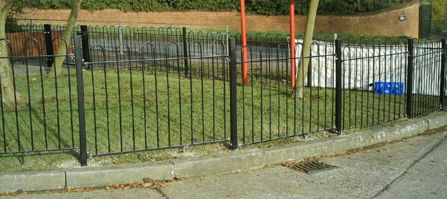 Bow top railings Black