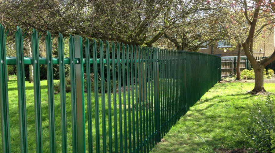 Triple pointed palisade Green