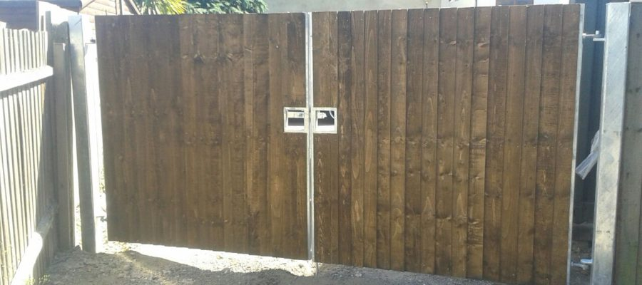 feather edge clad site gates