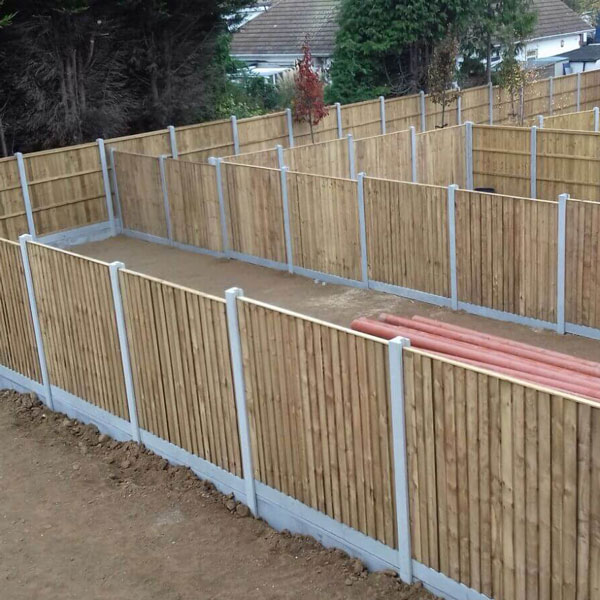 Feather edge fencing green