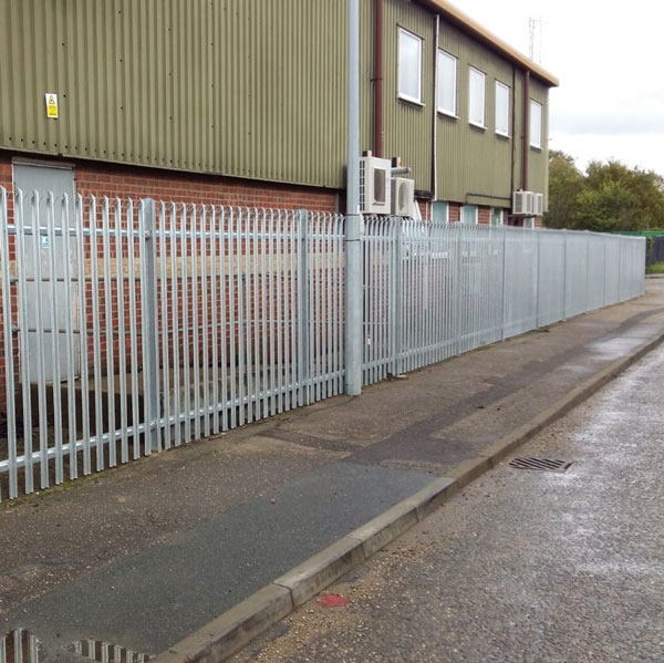 Triple point palisade fencing